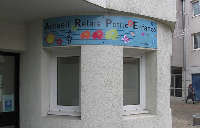 Aluminium roulé + impression numérique et protection anti-graffiti - fixation vis