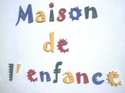 Lettres découpées plastique de couleur - fixation par collage