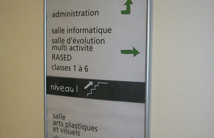 Profil aluminium CURVO + insertion plexi marquage impression numérique envers et insertion papier - fixation vis et adhésif double face
